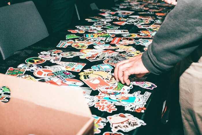 Decorarea camerei copilului cu ajutorul stickerelor